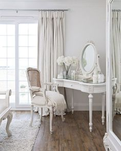 All white everything ☁️ We love how elegant this set up is! Photo Source: Unknown #VanityGoals #houseoflashes #lashes #lashgamestrong #lashfocus #motd #makeuplooks