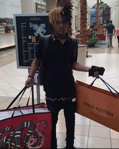 Imagine runnin into him at the mall haha😍😍 Trippie Redd, I Love You Forever, Always Love You, Miss X, Gucci Gang, Cute Rappers, My Bebe, Rapper Art, Rap Wallpaper