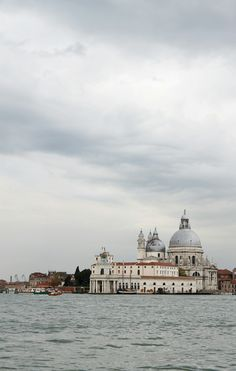When in Venice with Fairytales Come True by Vicky! A wedding inspiration shoot in Venice,Italy.  #wedding #weddingstylist #weddingplanner #weddingplanneringreece #eventplanneringreece #eventplanner #event #weddingdestination #fairytalescometrue #venice #italy #inspiration #shoot #bride #elegant #weddingdress #grey #ethereal #chic #modern #bridgeofsighs