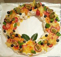 En fest for både gane og øye! Pavlova, Vegetable Pizza, Food And Drink, Baking, Desserts, Recipes, Biscuits, Cakes, Deserts