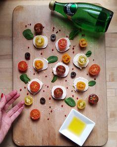 """Espido Freire en Instagram: """"Acabo de terminar el intensivo de 30 horas con mis alumnas (y alumno) del #IEDmaster. Un grupo excelente que dará de qué hablar, sin duda: diseñadoras, dirección artística, figurinistas, audiovisual, dibujo... muy cansada y muy satisfecha. Ahora, una ensalada de queso de cabra con tomatitos multicolores y me va a devolver la vida. -- My salad after the #workshop at #IEDmadrid."""""""