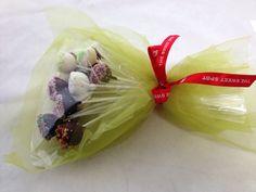 #pops #bouquet Napkins, Bouquet, Gift Ideas, Tableware, Kitchen, Gifts, Dinnerware, Cooking, Presents