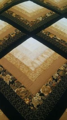 Log Cabin Quilt – Log Cabin Quilt Shop / Ideas For Easy Quilting Patterns Log Cabin / Floral Quilted Table Runner farmhouse table decor kitchen Bargello Quilts, Jellyroll Quilts, Scrappy Quilts, Easy Quilts, Bargello Quilt Patterns, Log Cabin Quilt Pattern, Quilt Block Patterns, Pattern Blocks, Quilt Blocks