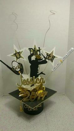Graduation Centerpiece, Space Theme, Party Themes, Centerpieces, Crown, Fiestas, Flowers, Manualidades, Centre