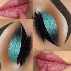 Labios rosa con brillo Sombra de ojos azul de brillo Glamorous Makeup, Glam Makeup, Pretty Makeup, Teal Eye Makeup, Makeup Art, Gorgeous Makeup, Love Makeup, Makeup Goals, Makeup Inspo