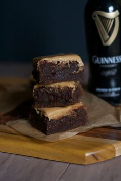 Fudgy Guinness Brownies with Whiskey Caramel Glaze 26 Boozy Desserts To Get You Tipsy On St. Just Desserts, Dessert Recipes, Brownie Recipes, Chocolate Recipes, Drink Recipes, Beste Brownies, Fudge Brownies, Chocolate Brownies, Chocolate Cookies