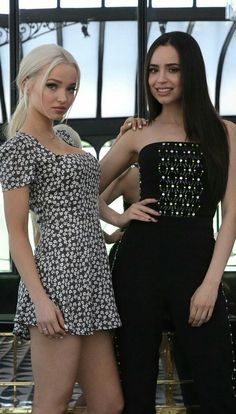 Dove Cameron & Sofia Carson in a photoshoot by La Nacion. Dove Cameron Style, Sophia Carson, Beauté Blonde, Disney Actresses, Celebs, Celebrities, Her Style, Girl Crushes, Hot Girls