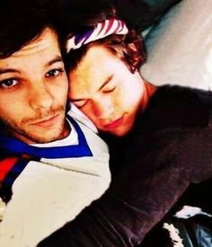 Find images and videos about one direction, louis tomlinson and Harry Styles on We Heart It - the app to get lost in what you love. Four One Direction, One Direction Humor, One Direction Pictures, Direction Quotes, Larry Stylinson, Fanfic Harry Styles, X Factor, Larry Shippers, Harry 1d