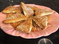 Τυροπιτάκια κούρου πολύ νόστιμη και Πολύ εύκολη συνταγή μία τέλεια λύση για το σχολικό κολατσιό των παιδιών μας Και όχι μόνο.. - igastronomie.gr Savory Muffins, Food Tasting, Appetisers, French Toast, Food And Drink, Snacks, Cooking, Breakfast, Sweet