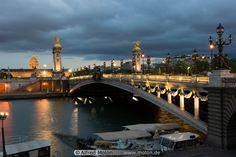 Pont Alexandre III, Paris. Un día de pie sobre ése puente y mirando hacia la torre Eiffel fuí feliz