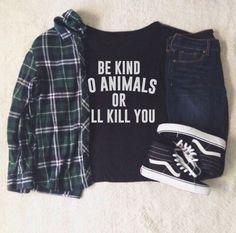 Camiseta Be Kind to Animals or I'll Kill You. Disponível em várias cores e modelos lá no nosso site!