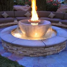 So hot, they're cool! See 10 jaw-dropping fire pits: http://zlw.re/k3nch8