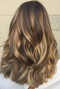 Summer Hair Color Ideas with Medium Length Hair - Light Brunette Balayage Highlights (blonde bayalage hair medium lengths) Front Hair Styles, Medium Hair Styles, Hair Front, Hair Medium, Medium Cut, Medium Layered, Hair And Beauty, Light Brunette, Summer Brunette