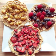 Healthy waffles, no suggar added, with lots of fruits Healthy Waffles, Yum Yum, French Toast, Fruit, Breakfast, Food, Morning Coffee, Essen, Meals