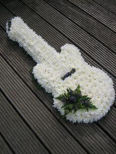 grabgestaltung allerheiligen A funeral tribute in the shape of a guitar. Grave Flowers, Cemetery Flowers, Funeral Flowers, Funeral Floral Arrangements, Creative Flower Arrangements, Funeral Sprays, Funeral Tributes, Memorial Flowers, Sympathy Flowers