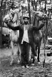In Joseph Koudelka embarked on an eight-years' project, a photo-essay in the tradition of Life magazine on the Gypsies of Czechoslovakla. Composed of portraits where the sitters were facing the camera, Koudelka dealt with the daily lives of Gypsie Gypsy Men, Gypsy Life, Gypsy Soul, Bohemian Gypsy, Old Photos, Vintage Photos, Gypsy People, Gypsy Culture, Vintage Gypsy