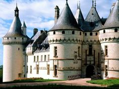 Chateau de Chaumont Loire Valley Castle (France) - Visited this castle on my birthday.favourite one I have ever been too, it is breathtaking all around! Chateau Medieval, Medieval Castle, Medieval Theatre, Medieval Music, Castle France, Photo Chateau, France Wallpaper, Belle France, France 1