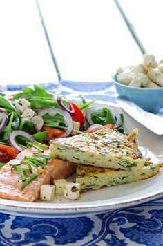 potetkake med laksefilet og salat