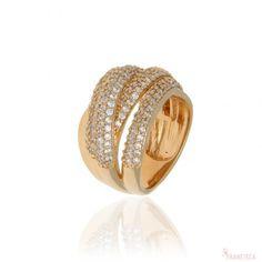 Anel com design de argolas cravejado com zircônias e folheado em ouro 18k