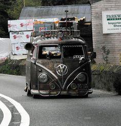 Gettin here! Patina, lovin it Volkswagen Group, Vw T1, Volkswagen Type 2, Volkswagen Vehicles, Combi T1, Combi Split, Vw Rat Rod, Transporter Van, Bus Girl