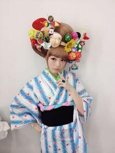 Kyary Pamyu Pamyu with awesome as usual head piece plus wearing a yukata (a lighter summer version of a kimono). Harajuku Girls, Harajuku Fashion, Japanese Streets, Japanese Street Fashion, Wacky Hair Days, Kyary Pamyu Pamyu, Funky Hats, Living Dolls, Yukata