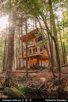 Travel to the woods and stay in a luxury treehouse of your dreams. Some of the most unique Airbnb rentals for family vacation in summer, fall, winter or spring. Treehouse glamping and tiny houses for rent in Vermont. Enjoy the beautiful sunset views with your lover from the deck or while cuddling up, getting cozy, and keeping warm in front of the woodstove. Vermont is truly stunning during any season.