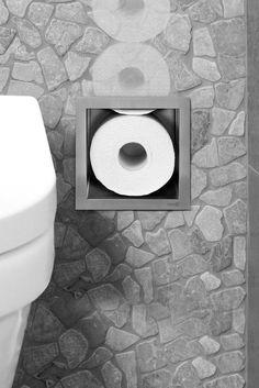 Toilethouder verwerkt in de muur. Besparing van ruimte en mooi weg gewerkt