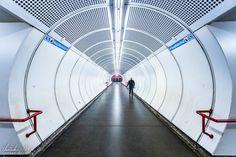 Wien: Die Ästhetik der U-Bahn - Reiseblog von Christian Öser U Bahn, Home Appliances, Central Station, Architecture, House Appliances, Appliances
