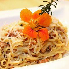Eierschwammerl-Pasta  #foodgasm #foodpic #instafood #foodies #foodie #foodshot #foodstagram #instafood #photooftheday #picoftheday #testesser #graz #steiermark #austria #eierschwammerl #pasta #lunch #lunchtime #restaurantpetutschnig #soonontheblog