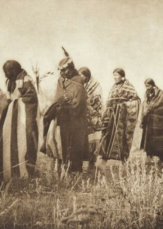 Tobacco Ceremony - Apsaroke (The North American Indian, v. IV. Cambridge, MA: The University Press, 1909)