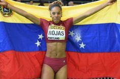 La Federación Venezolana de Atletismo (Feveatletismo) y el Comité Olímpico Venezolano (COV) entregaron este viernes reconocimientos a las atletas olímpicas Yulimar Rojas, ganadora de la medalla de plata en salto triple en Río 2016, y a la garrochista Robeilys Peinado, subcampeona mundial juvenil 2016 en salto con pértiga.</p>