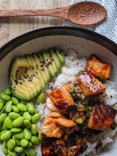 Absolute delicious, easy to make and If you like and tasty, fresh ingredients then you will LOVE this salmon sushi bowl. This recipe is naturally too. and Drink dinner seafood Teriyaki Salmon Sushi Bowl - Gluten Free Recipe Healthy Food Recipes, Healthy Meal Prep, Seafood Recipes, Asian Recipes, Healthy Snacks, Dinner Healthy, Vegetarian Recipes, Fish Recipes, Cod Recipes
