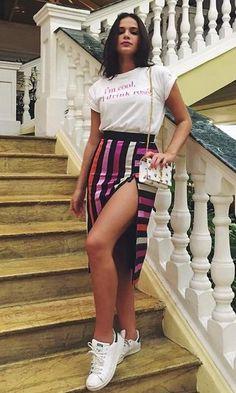"""A atriz Bruna Marquesine sempre surpreende com seu Estilo Moderno e casual. Além das tendência, Bruna aposta na imagem de """"mulherão"""", com looks sensua..."""