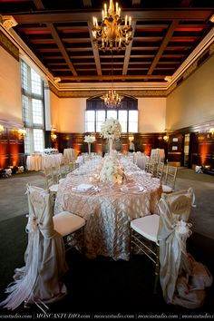 Weddings at the University Club #universityclubofportland #uclubpdx #weddings #portlandweddings Photo by @moscastudio