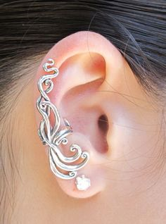 Marty Magic Store - Siren's Song Ear Cuff - Silver (http://www.martymagic.com/sirens-song-ear-cuff-silver/)