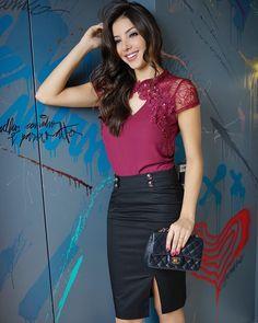 Look mara!!! Blusinha com detalhes de renda e saia lápis fenda ❤️ #beUniqueChic #winter17