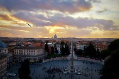 Not far from the top of the Spanish Steps is the Pincian Hill with this view overlooking Piazza del Popolo. Rome Attractions, Tourist Trap, Rare Pictures, Best Places To Eat, Rome Italy, Vatican, Where To Go, Paris Skyline, The Good Place