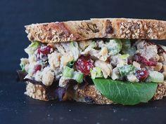 Cranberry Walnut Chickpea Salad Sandwich (chicken-less chicken salad). Made it a… – Gesundes Abendessen, Vegetarische Rezepte, Vegane Desserts, Vegan Chicken Salad, Chickpea Salad Sandwich, Tuna Salad, Chickpea Omelette, Veggie Sandwich, Vegan Foods, Vegan Dishes, Whole Food Recipes, Cooking Recipes