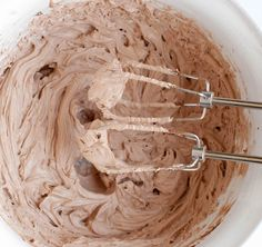 Chocolate Whipped Cream Cream Cheese Frosting - The Merchant Baker Cake Frosting Recipe, Icing Frosting, Cake Icing, Frosting Recipes, Eat Cake, Butter Frosting, Whipped Cream Cheese, Cream Cheese Frosting, Cake Cookies