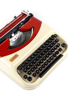 Antares Annabella / Domus working typewriter 60s von ILikeToType
