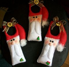 to hang on doors Christmas Sewing, Christmas Love, All Things Christmas, Christmas Holidays, Christmas Snowman, Christmas Projects, Felt Crafts, Holiday Crafts, Santa Ornaments
