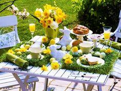 Velikonoční pondělí (liturgicky Pondělí v oktávu velikonočním, někdy též Červené pondělí) je dnem, který následuje po neděli Zmrtvýchvstání Páně. V našem prostředí je spojeno s nejrůznějšími tradicemi a zvyklostmi, které lze zařadit k přechodovým rituálům končící zimy a nastávajícího jara. Tato nekřesťanská praxe byla v průběhu dějin v různých kulturách teologizována a zasazena do křesťanského rámce.