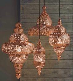 Luminárias indianas - Com uma mesinha complementando