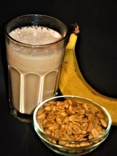 Proteinové snídaňové smoothie Glass Of Milk, Smoothies, Homemade, Drinks, Food, Beverages, Home Made, Essen, Smoothie