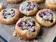Tvarohové koláče s višněmi - Víkendové pečení Doughnut, Baked Goods, Coffee Shop, Cheesecake, Muffin, Fruit, Cooking, Breakfast, Blog