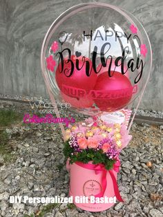 DIY Personalized Gift Basket For Anyone, Girlfriend, Kids, Mom Etc - Owe Crafts Balloon Flowers, Balloon Bouquet, Balloon Arrangements, Balloon Decorations, Personalised Gifts Diy, Diy Gifts, Quinceanera Gifts, Valentine Bouquet, Bubble Balloons