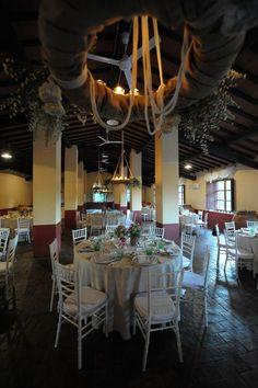 addobbi con lampadari in iuta e fiori www.lecerimonie.it