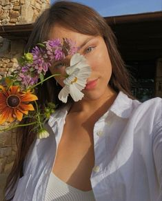 Girls Hub, Model Poses Photography, Girls With Flowers, Buy Flowers, Flower Aesthetic, Fresh Face, Pure Beauty, Aesthetic Pictures, Aesthetic Clothes