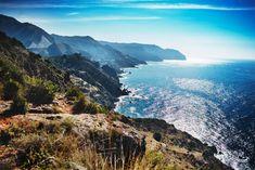 Andalusien är en fascinerande plats oavsett om det är historia, kultur, natur, mat eller sköna stränder som väcker din reslust. Vi listar våra favoritplatser isödra Spanien. Flamenco Skirt, Outdoor, Historia, Andalusia, Sevilla Spain, Nature, Outdoors, Outdoor Games, The Great Outdoors