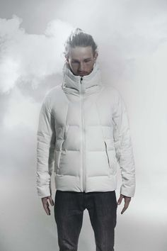 """DIA3571U MIZUSAWA DOWN JACKET """"SHUTTLE"""" Another award winner from ISPO 2014 and the lightest of all our Mizusawa Down jackets, but still with all the high tech structural features of its stablemates. It features the quick and easy Boa system for the best hood closure. 2014年ISPOアワード※1、JAPAN GOOD DESIGN賞ベスト100、同特別賞※2を受賞した水沢ダウンの中でも軽量モデルの「シャトル」。熱接着ノンキルト加工とシームテープ加工により、水分含浸を防ぎ、高い耐水性を実現。フード部には着用時のフィット性を高めるboaシステムを採用。"""